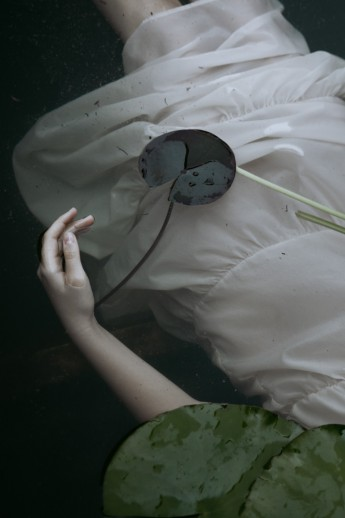 Five photographers, a five-year-old brand and five different tales. All told through a series of photographs and brought together in Cahier d'Artistes, a book bursting with atmosphere, colour and landscapes.